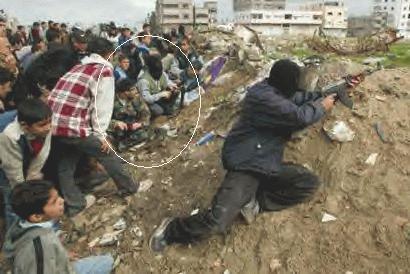 http://photos1.blogger.com/blogger/2040/308/1600/HamasHumanShields.jpg