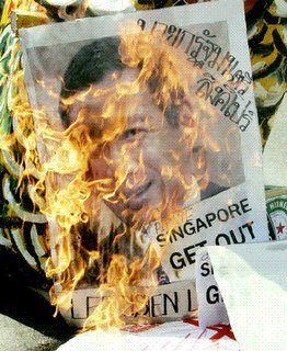 Lee Hsien Loong burned in effigy over Thaksin deal