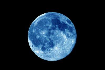 La Luna Azul aparece en mis sueños…