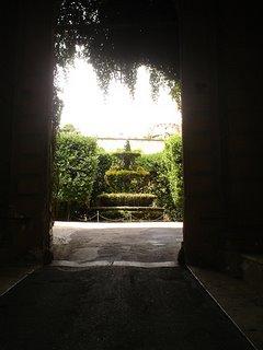 Palazzo Taverna: 16C fountain