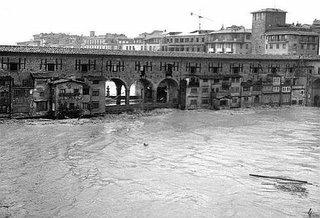 Ponte Vecchio, amazingly, still stands