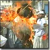 Protesting Muslims burn the Pope's effigy in India