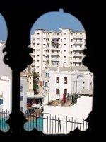 La Casbah vista da una finestra del Museo delle Arti e delle tradizioni popolari