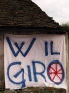 Uno degli striscioni preparati per l'arrivo a Domodossola del Giro d'Italia