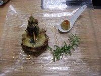 Milhojas de rabo de toro con brocheta de colmenillas y flan de foie