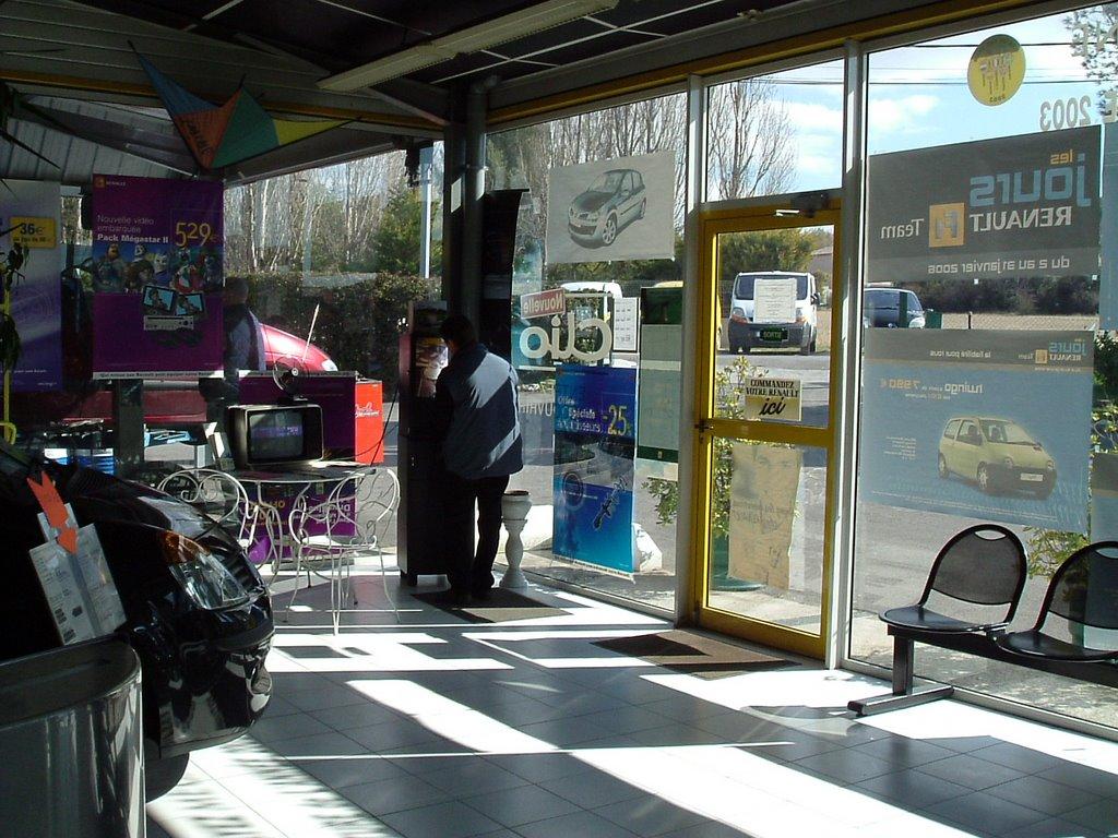 Voitures d 39 occasion ou vente de vehicules neufs renault for Garage renault marignane