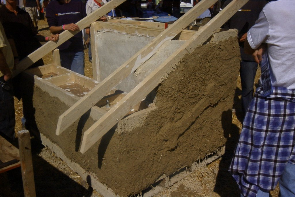 Val phillips and mark schneider how to make a strawbale doghouse - Make house pet friendly ...