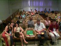 Parte da audiência durante a mesa de desenvolvimento. Metade já tinha ido almoçar...