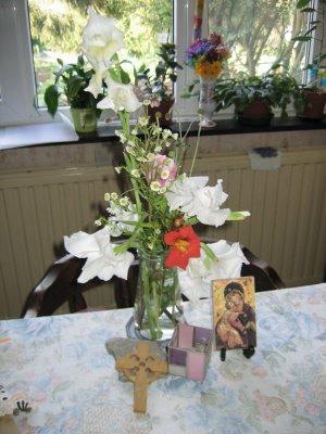 table repas fleurs  prière famille icône croix celtique