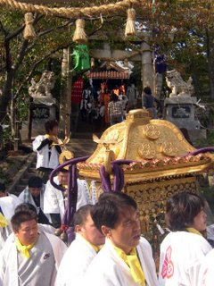 mikoshi leaving the shrine