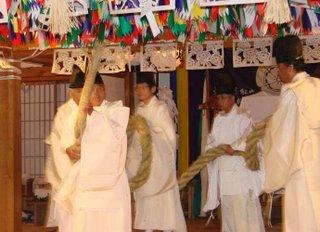 Snake dance, Omoto Kagura