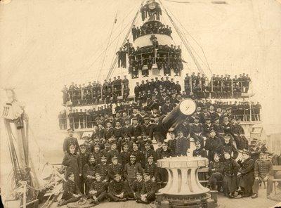 parece ser que el barco iba a luchar en Cuba y terminó en Filipinas, había entrado en servicio en 1897, me temo que la operación debió ser parecida a la de los barcos buenos argentinos en la guerra de las Malvinas, ¡soldaditos! ¡los milicos siempre tienen intereses superiores los vuestros!