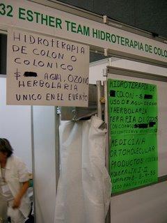 Aquí venden hidroterapia colónica (¿baños de asiento?), conos para los oídos de ésos que les prendes fuego y medicina ortomolecular