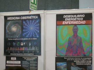 Medicina energética. A la izquierda, se compara una galaxia con un chakra