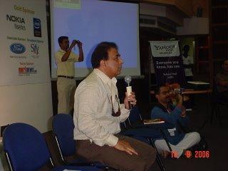 सुनील गावस्कर बोलते हुए