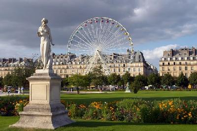 CROSS-CULTURAL OUTLINE visits PARIS: Le Jardin des Tuileries