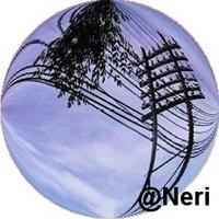 foto artistica de cables de luz callejeros desformados de carlos Neri