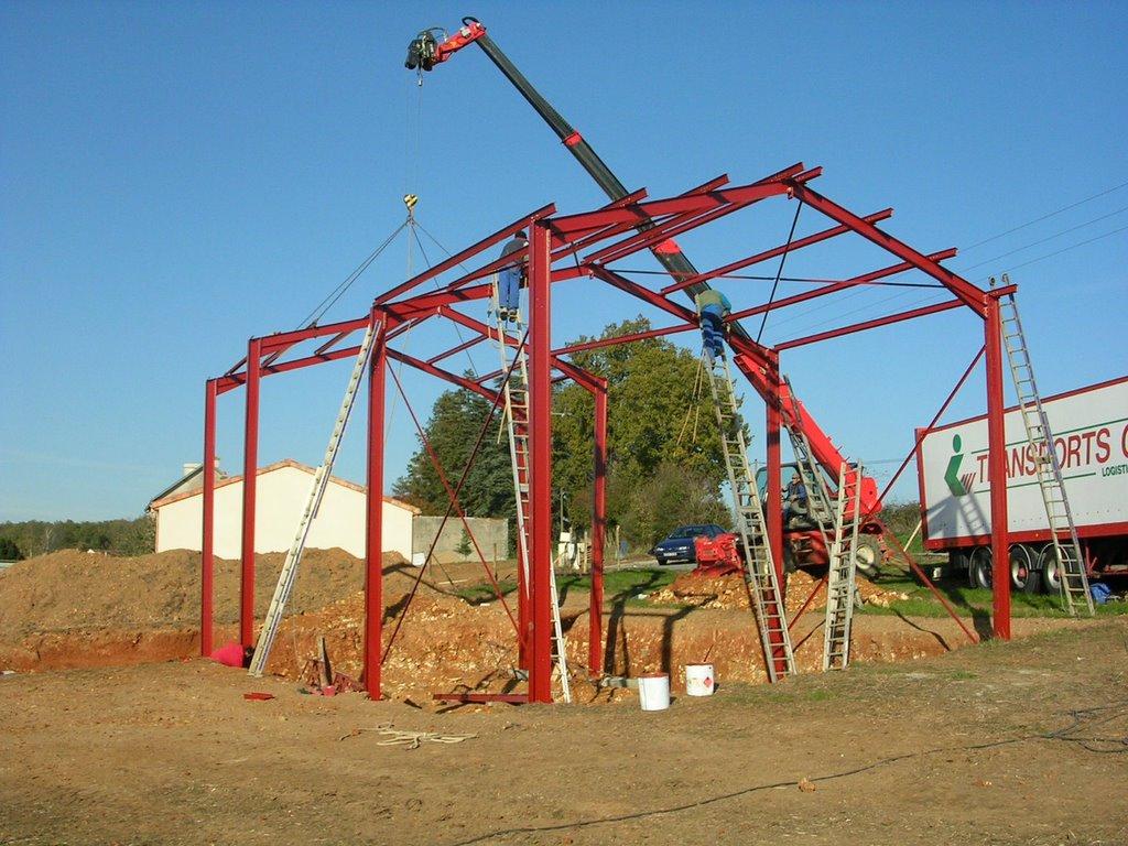 La paille et la poutre le montage de la structure m tallique - Maison dans hangar metallique ...