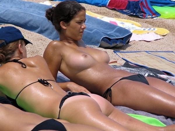 Beach topless foto