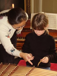 Playing the gu zheng