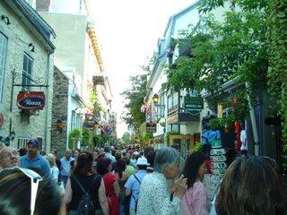 quartier du petit champlain, a cramped shopping street