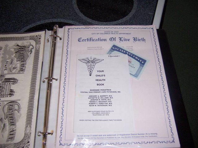 Meckmom39s favorite bright ideas keep important documents for Important family documents binder