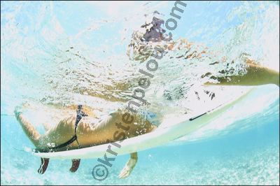 photo de surf, surfeuse, fille en surf, photographe surf, girl underwater surfeuse bikini surf, eau, aquashoot, watershot