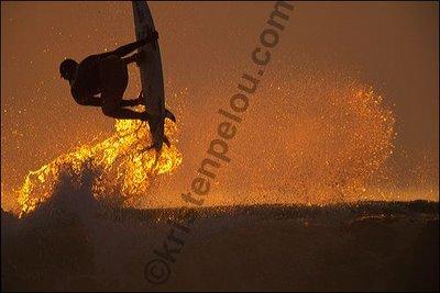photo de surf à Hossegor, le surfer brésilien Jena Da Silva en aérial sur le spot de la Gravière à Hossegor en Aquitaine