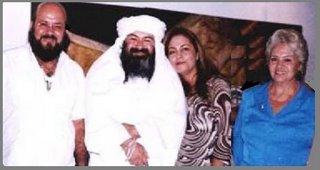 Guru Pitric con su hermano Al Sheikh, sobrina tambien Iniciada y Dra. en Psicologia y su mama Mata Ji Dorita de Guevara