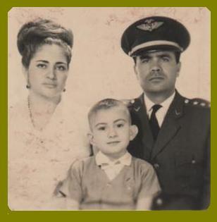 El Zahir y sus padres en 1964