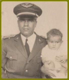 El Capitán Gonzalo Guevara y su hijo -El Zahir-