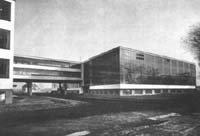 Arquitectura walter gropius for Bauhaus berlin edificio