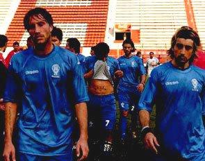 Huracán con camiseta azul