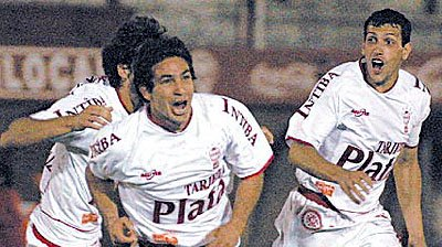 Huracán Tigre: festejo gol Walter Coyette