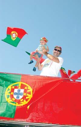 Michael Jackson comemorando a boa campanha da Selecção Portuguesa com o seu filho Prince Michael II