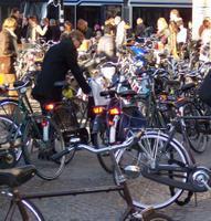 Şehir meydanında bisiklet parkının bir kısmı
