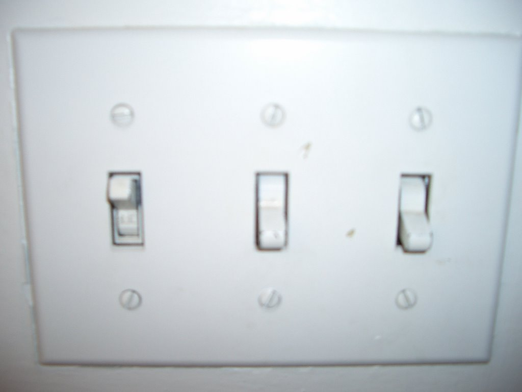 CPB\'s Bad Design Blog!: Light switch