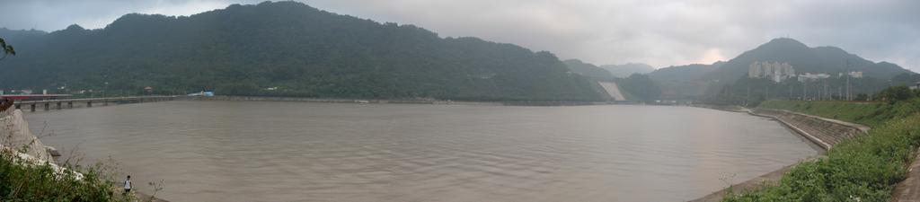 http://photos1.blogger.com/blogger/252/1131/1600/shimenpan.jpg