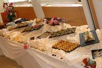 Vue d'ensemble d'un petit buffet