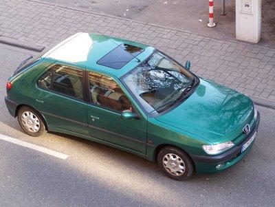 green Peugeot 306