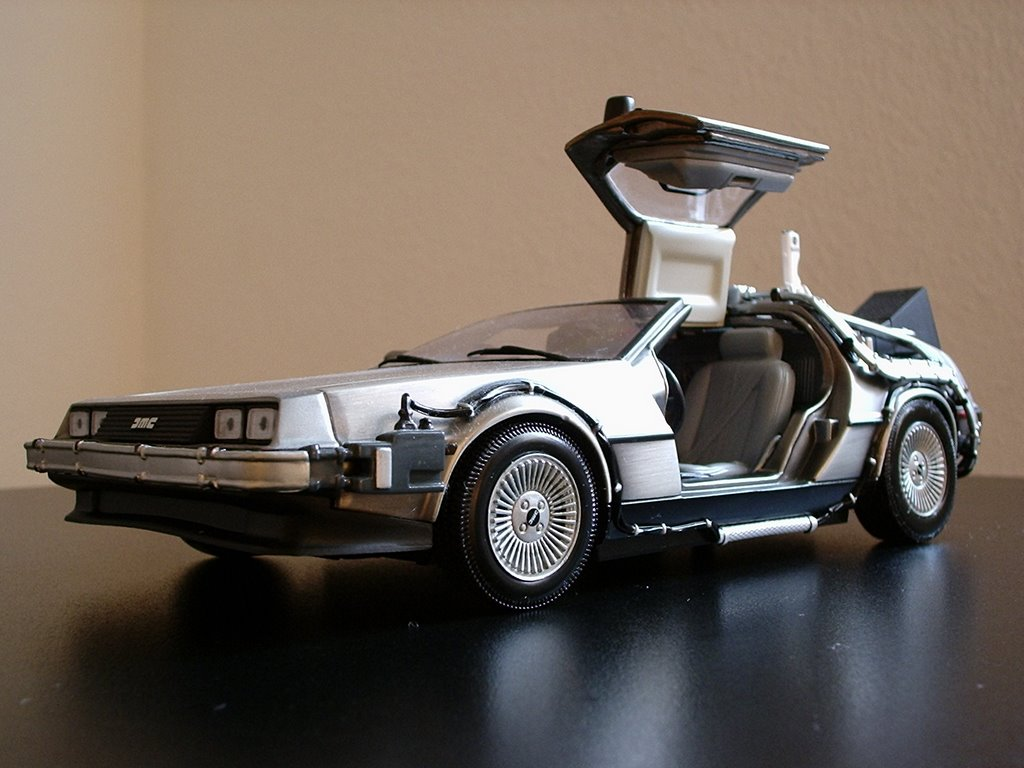 ein heim f r actionfiguren mein kindskopfblog rezension 1 18 delorean zur ck in die zukunft. Black Bedroom Furniture Sets. Home Design Ideas