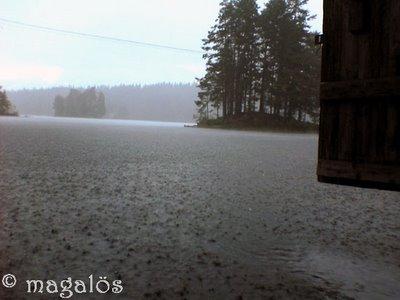 regn vid sjön