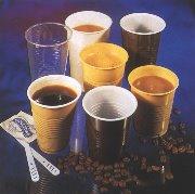 Encima los vasos son tan finos que te quemas los dedos...