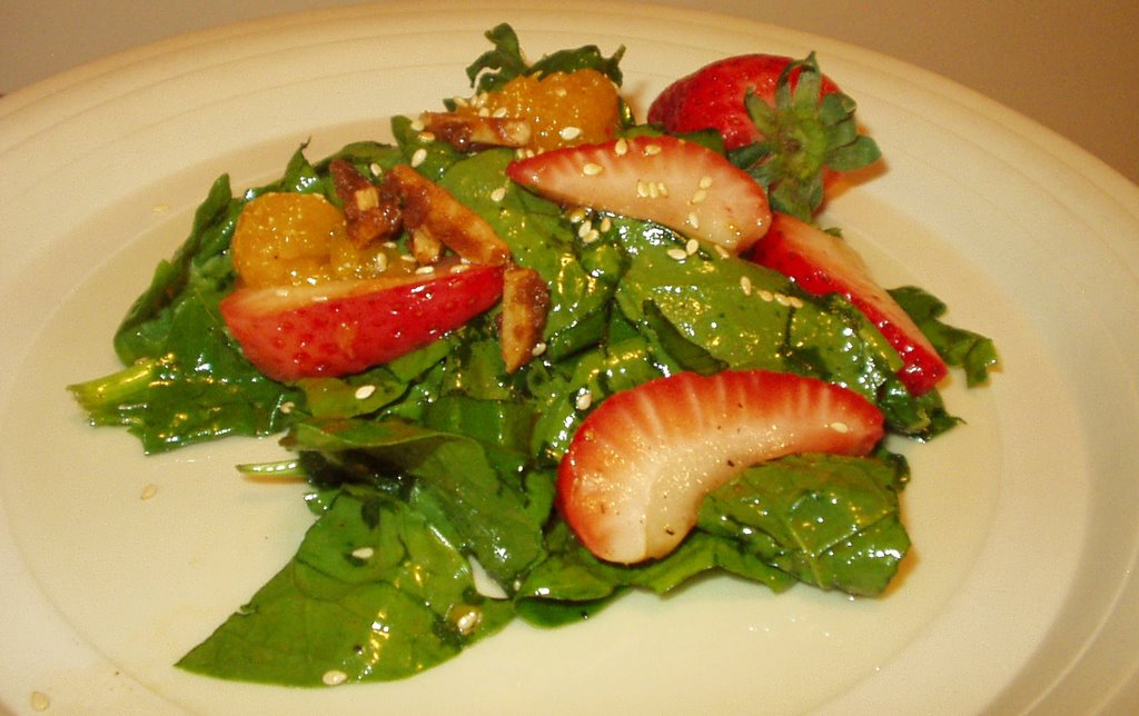 ... - Cool and Refreshing Strawberry, Spinach and Mandarin Orange Salad