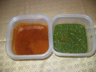 Sweet chutney and green chutney to give both tastes