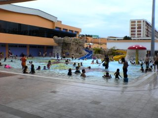 Tampines Swimming Complex | Fun Pool Entrance View