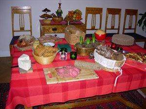 Alla diverse tilltugg - skinka, bröd och ostar mm