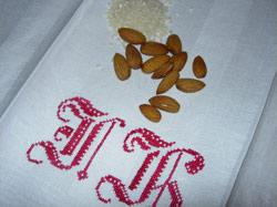 Mandel, ris och broderad handduk