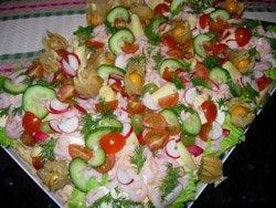 Hemgjord smörgåstårta med laxmoussefyllning