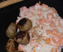 Kanelstuvade morötter med hemgjorda köttbullar